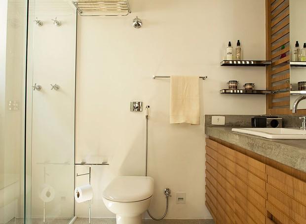 banheiro-concreto-madeira-arquiteta-sara-oleiro-apartamento (Foto: Edu Castello/Editora Globo)