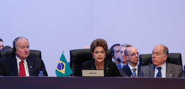 Dilma discursa durante sessão plenária da Cúpula das Américas (Foto: Roberto Stuckert Filho/PR)