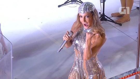 Vestida de 'Diva', Claudia canta com Igor Kannário em trio do Largadinho