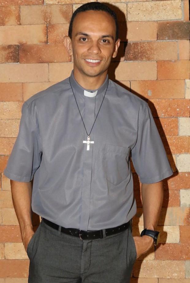 O padre Marcos Rogério (Foto: Daniel Janssens/QUEM)