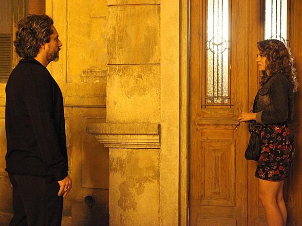 Zé Alfredo teme reviver o passado (Foto: Carol Caminha/TV Globo)
