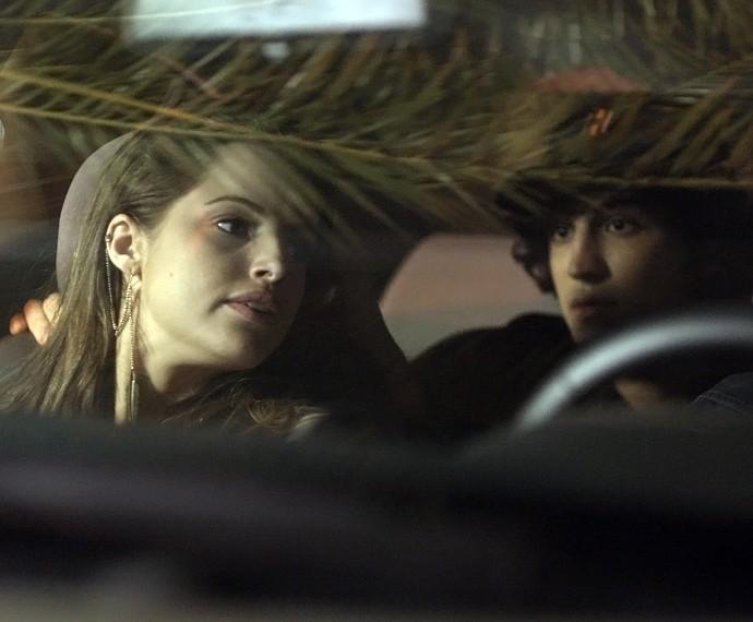 Giovanna e Guilherme vigiam a casa de Alex (Foto: TV Globo)