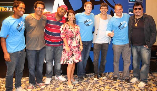 O secretário e os artistas do viradão (Foto: Vanessa Thees / TV Globo)