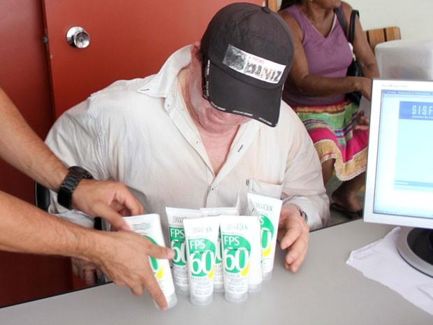 Albinos recebem proteor solar gratuitamente, em Salvador. (Foto: Divulgação/Prefeitura de Salvador)