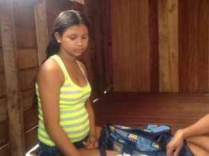 Rayana de Sousa Sanches, de 14 anos, é mãe do bebê Pedro Henrique (Foto: Dyepeson Martins/G1)
