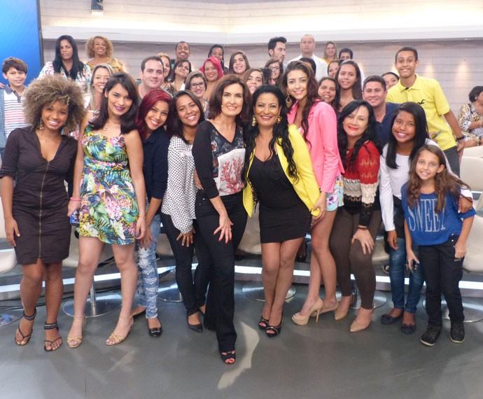 Plateia se anima e posa com a apresentadora (Foto: Viviane Figueiredo Neto/ Gshow)