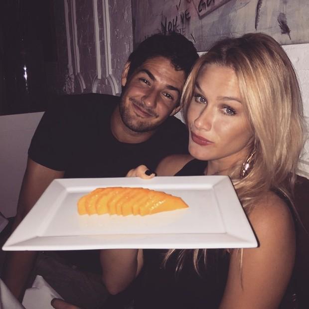 Alexandre Pato e Fiorella Mattheis em restaurante em São paulo (Foto: Instagram/ Reprodução)