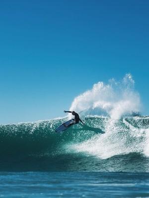 Mick Fanning surfe J-Bay (Foto: Reprodução/Instagram)