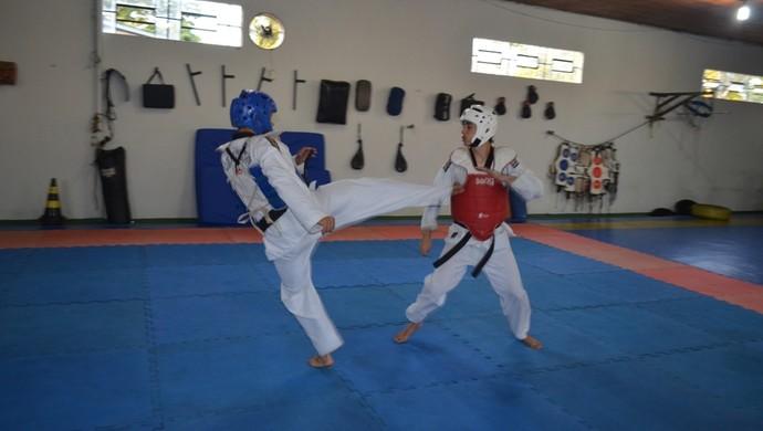 Pai lutador de taekwondo sonha com filho em competição internacional  (Foto: Jonatas Boni)