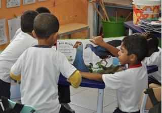 Alunos de escola aprendem a observação de pássaros (Foto: Divulgação/Prefeitura de Cubatão)