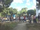 Estudantes protestam contra greve de professores da Ufal