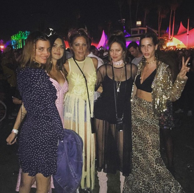 Thaila Ayala (2ª da esq. pra dir.) e amigas (Foto: Reprodução/Instagram)