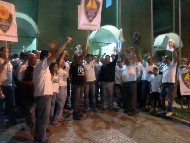 Guardas terminaram manifestação na frente da Câmara em Piracicaba (Foto: Guarda Municipal/Divulgação)
