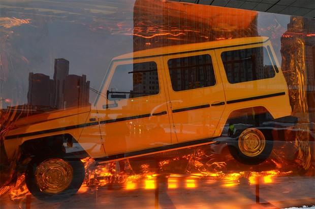 Mercedes-benz Classe G dentro de um bloco de resina imitando âmbar (Foto: Newspress)