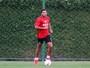 Henríquez participa de coletivo e se aproxima de retorno no Sport