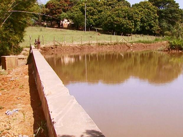 Com falta de chuvas, Candeias adotou rodízio no abastecimento de água (Foto: Reprodução EPTV)