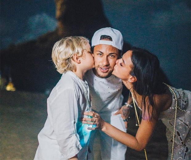 Neymar com Bruna Marquezine e Davi Lucca (Foto: Reprodução/Instagram)