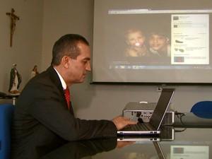 Especialista em segurança de São Carlos orienta cuidados sobre superexposição na internet (Foto: Rodrigo Sargaço/EPTV)