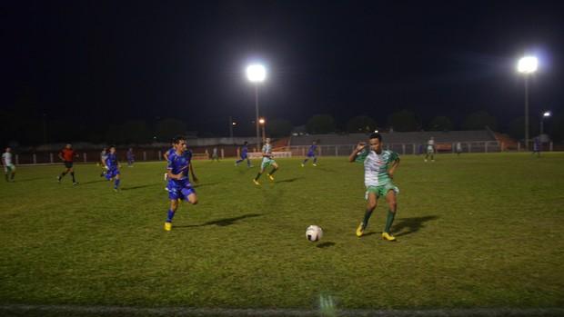 Espigão e União Cacoalense pelo Sub-16 (Foto: Fernanda Bonilha)