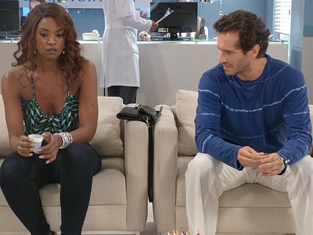 Orville tenta se desculpar, mas Juju não quer ouvir as palavras do ex (Foto: Império/TV Globo)