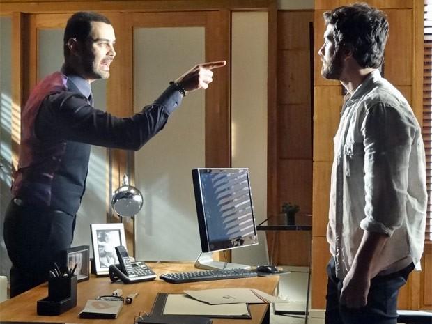 Fernando faz sérias ameaças a Rodrigo (Foto: Amor Eterno Amor / TV Globo)