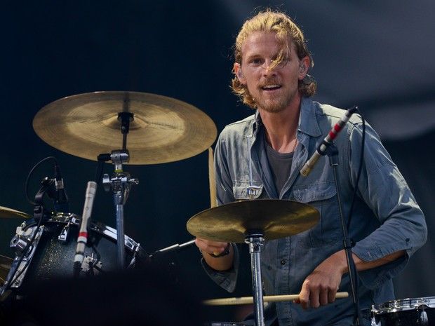 Mark Pontius, baterista do Foster the People, se apresenta no palco principal (Foto: Marcelo Brandt/G1)