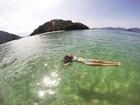 Marina Moschen, de 'Malhação', relaxa em cenário paradisíaco