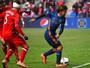 """Pirlo diz que vai se aposentar em breve para não ser """"forçado"""" a parar de jogar"""