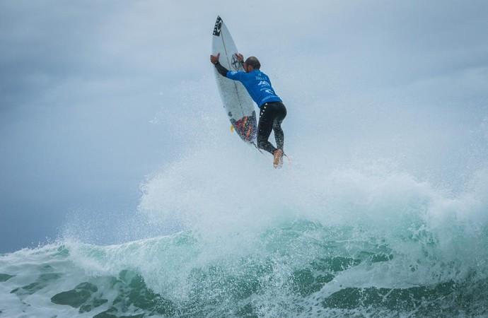 Caio Ibelli segunda fase Peniche surfe (Foto: Divulgação/WSL)
