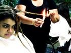 Preta Gil faz tratamento com vela acesa no cabelo