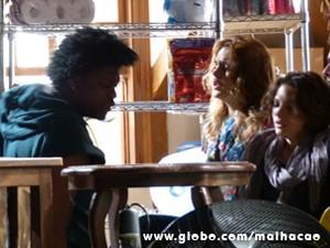 Cadelão se irrita com Anita, e Ben reage (Foto: Malhação / TV Globo)