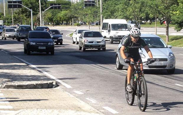 bicicleta trânsito ciclovia Rio de Janeiro (Foto: Ale Vianna / Ag. Estado)