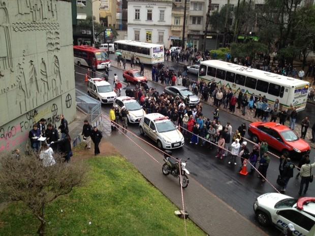 Cabeça de uma mulher foi encontrada no Centro de Porto Alegre (Foto: Marcos Pacheco/ RBS TV)
