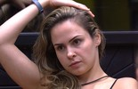 Ana Paula avisa aos brothers que Daniel desperdiça água