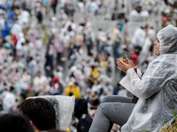 A chuva não afastou os fãs do Interpol do palco principal na tarde deste domingo (Foto: Caio Kenji/G1)