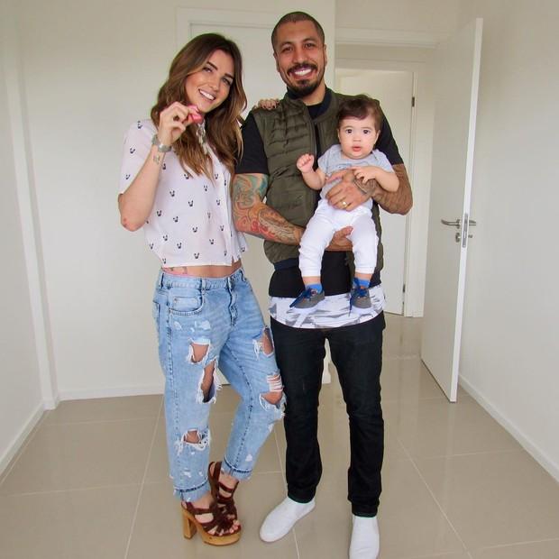 Fernando Medeiros, Aline Gotschalg e o filho (Foto: Reprodução/Instagram)