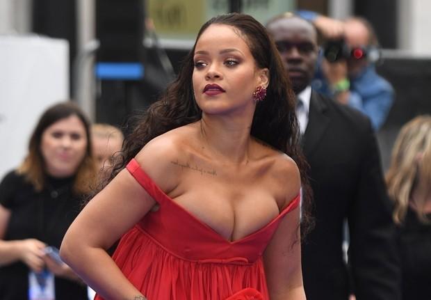 Rihanna na première de Valerian e a Cidade dos Mil Planetas em Londres
