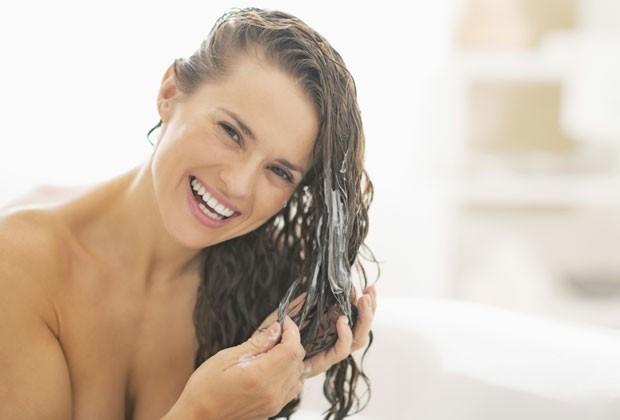 Cinco regras que você tem que seguir para lavar o cabelo de forma correta
