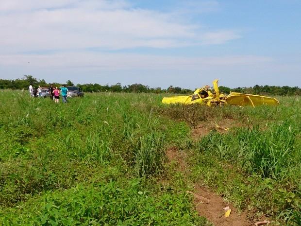 Por risco de se chocar contra uma casa, piloto desviou o avião para um matagal a 500 metros. (Foto: Marcelo Souza / TVCA)