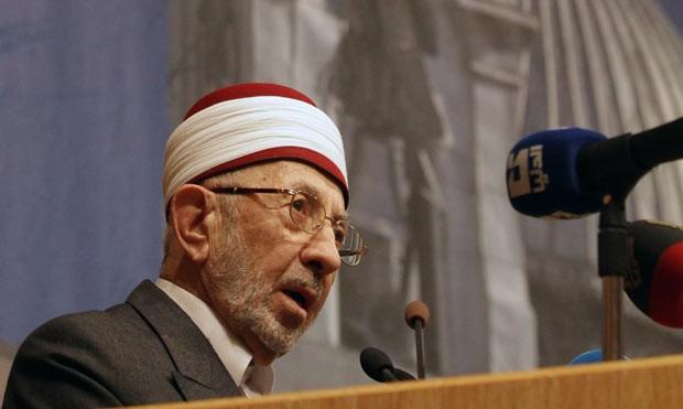 O clérigo Mohammed Al-Buti, que teria morrido em ataque a mesquita nesta quinta-feira (21) em Damasco (Foto: AFP)