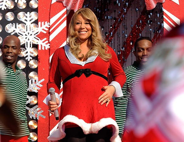 Mariah Carey no Natal de 2010, grávida de gêmeos (Foto: Getty Images)
