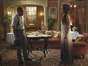 A dançarina dá uma lição de moral no ex-noivo (Foto: Lado a Lado/TV Globo)
