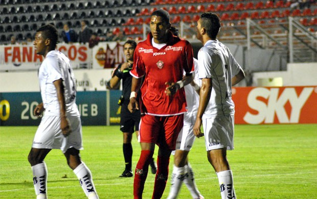 Boa Esporte e Bragantino não alteraram o placar em Varginha (Foto: Lucas Magalhães / EPTV)