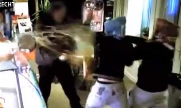 Dona da lanchonete usou panela de óleo fervendo para espantar os bandidos (Foto: Reprodução)