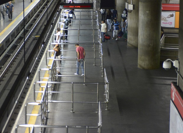Já nesta segunda-feira (31), o G1 registrou pouco movimento na mesma plataforma da estação Sé (Foto: Cris Farhat/G1)