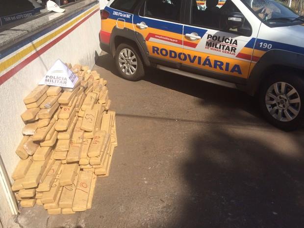 Droga Frutal (Foto: Polícia Rodoviária Estadual/Divulgação)