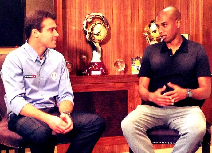 Thiago Asmar entrevistando Fernandinho (Foto: Yuri Bobeck (TV Globo))