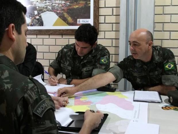 Exército e Secretaria de Saúde traçaram estratégias para a operação (Foto: Victor Schneider/PMI)