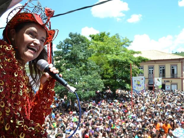 Cantora Suzana Sales embalou o Bloco do Barbosa em São Luiz do Paraitinga (Foto: Filipe Rodrigues/G1)
