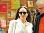 Angelina Jolie tem seu primeiro dia de aula como professora: 'Nervosa'